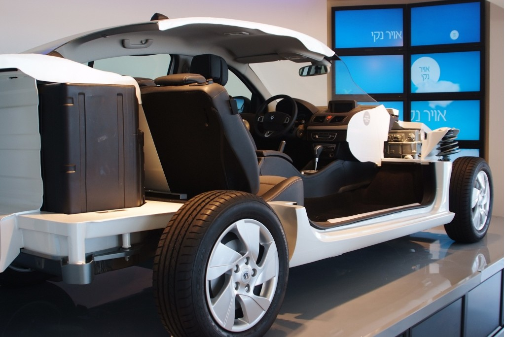 image cutaway of renault fluence ze electric car used by