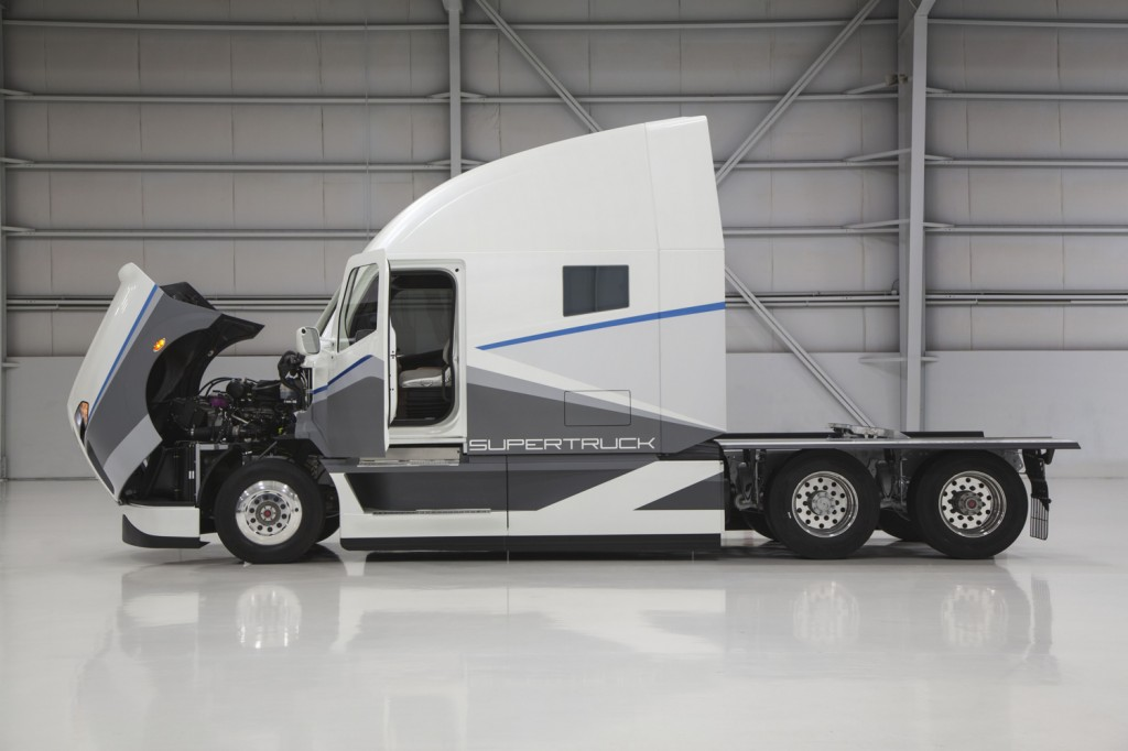 Daimler Unveils Supertruck 12 Mpg Semi Is More Than Twice