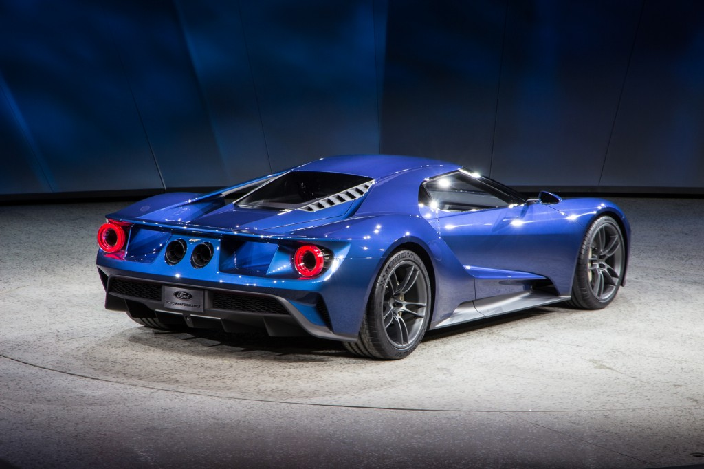Ford gt video ford performance onslaught at 2015 detroit auto show