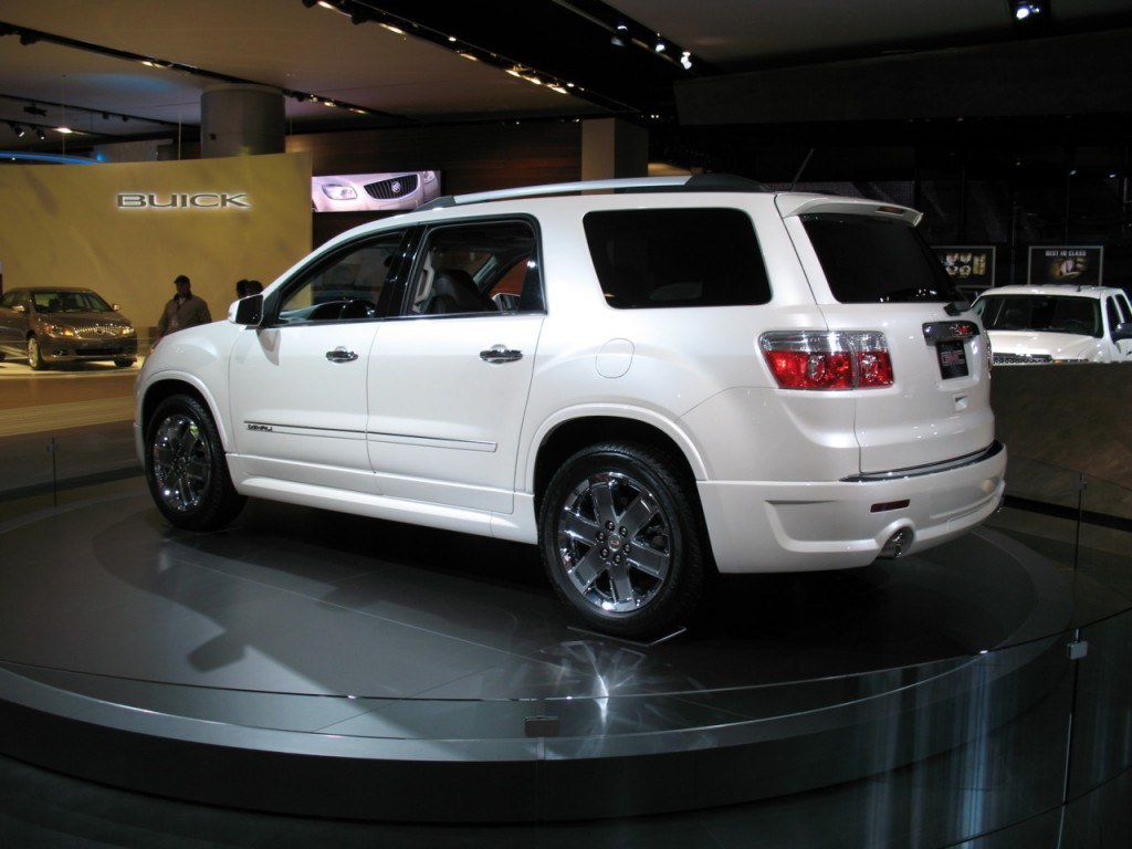 2011 gmc acadia pictures photos gallery motorauthority. Black Bedroom Furniture Sets. Home Design Ideas