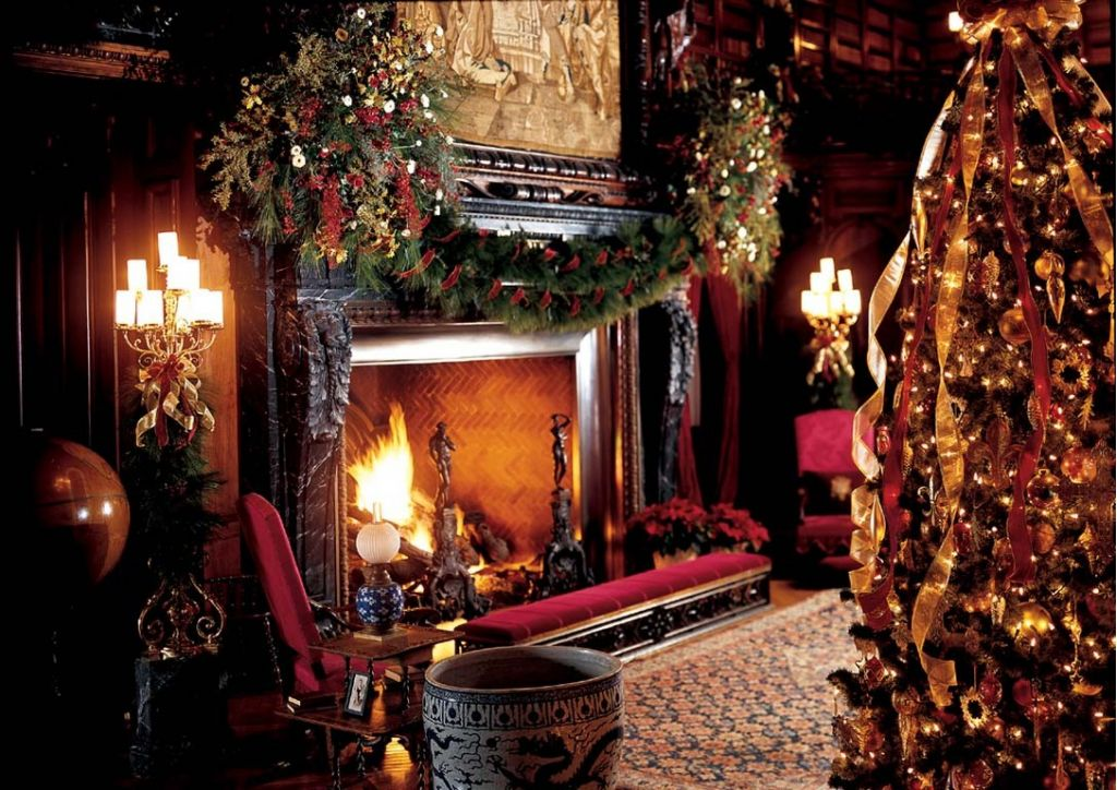 La fleur vintage a victorian christmas for Beautiful homes decorated for christmas
