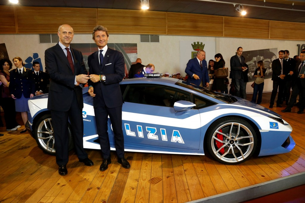 Lamborghini donates a new Huracan LP 610-4 Polizia to the Italian State
