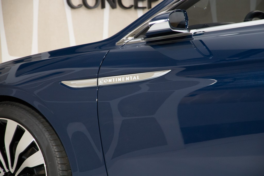 lincoln continental concept debuts at the 2015 new york auto show. Black Bedroom Furniture Sets. Home Design Ideas