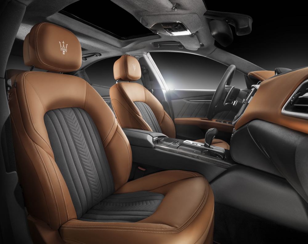 2016 maserati quattroporte and ghibli will offer interiors for Interieur voiture