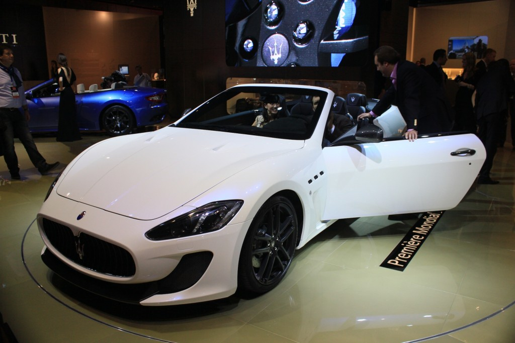 maserati granturismo convertible mc live photos 2012 paris auto show. Black Bedroom Furniture Sets. Home Design Ideas