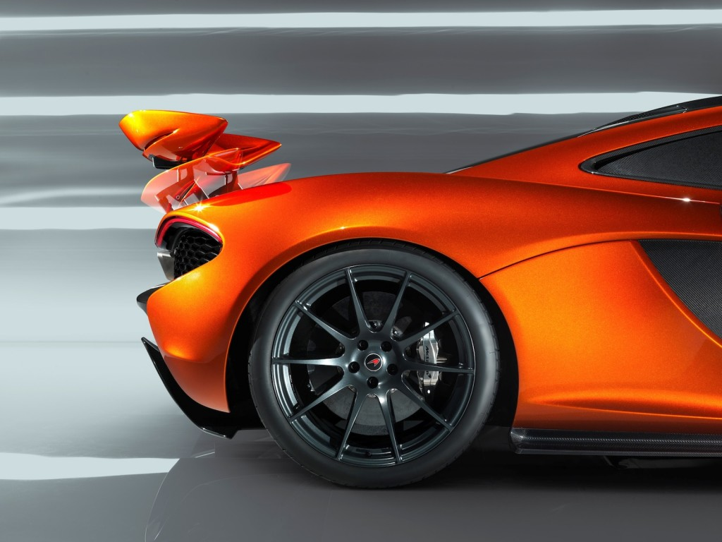 mclaren p1 supercar first specs and live photos. Black Bedroom Furniture Sets. Home Design Ideas