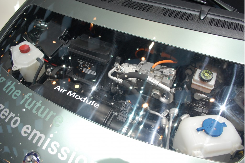 Mercedes benz bringing mass produced fuel cell cars to for Mercedes benz fuel cell