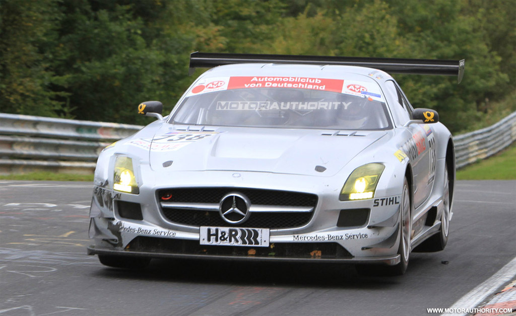 mercedes benz sls amg gt3 crashes on race debut. Black Bedroom Furniture Sets. Home Design Ideas