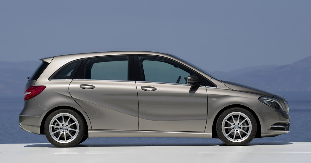 2012 mercedes benz b class compact hatchback due at frankfurt for Small mercedes benz