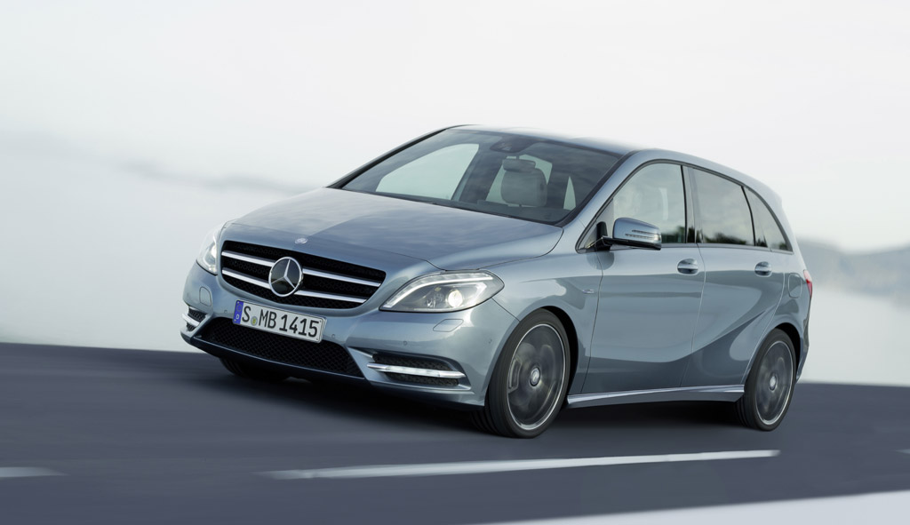First mercedes benz u s compact luxury vehicle to debut for Smallest mercedes benz