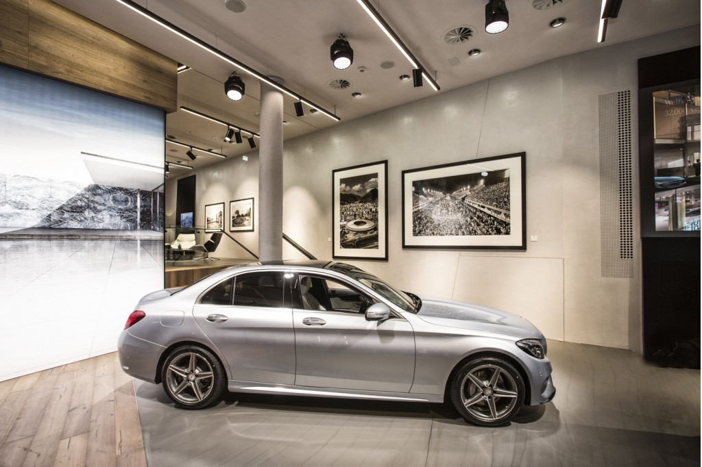 Mercedes benz chooses hamburg for first 39 mercedes me 39 store for Mercedes benz me