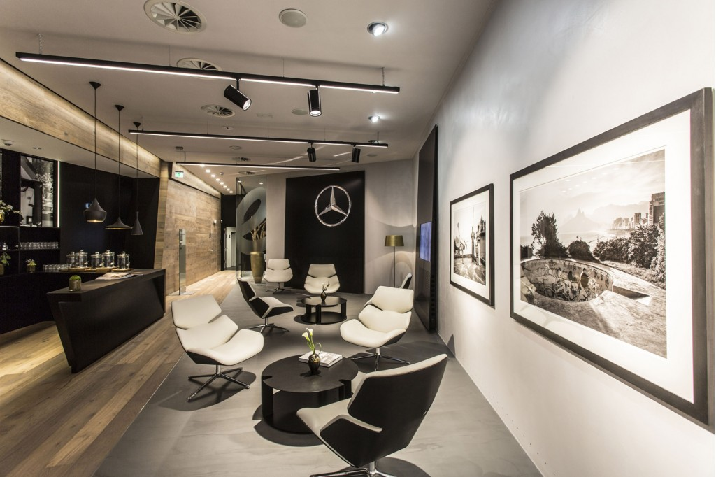 mercedes benz chooses hamburg for first 39 mercedes me 39 store. Black Bedroom Furniture Sets. Home Design Ideas