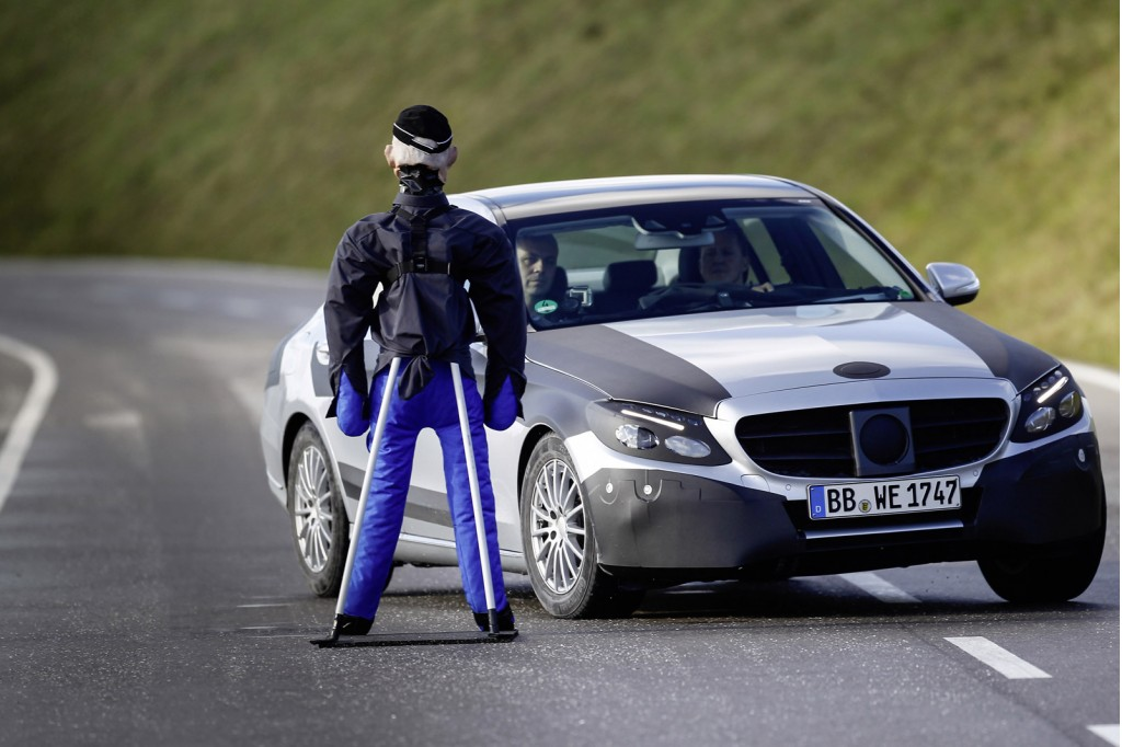 Michael schumacher tests 2015 mercedes benz c class video for Schumacher mercedes benz az