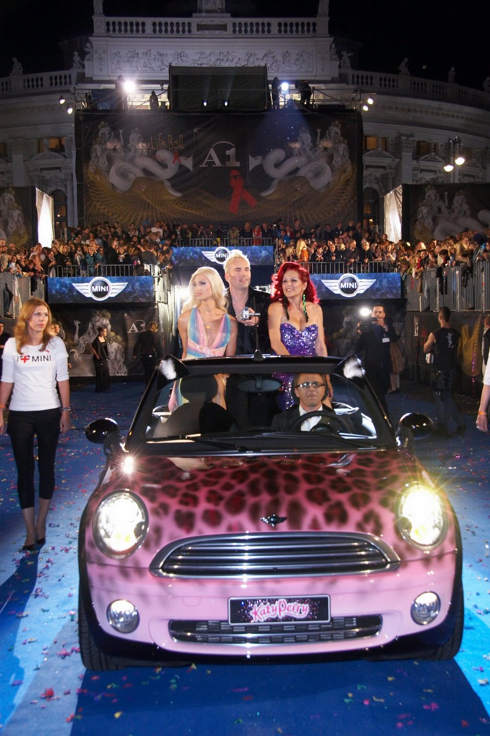 Mini Inspired By Katy Perry At The Life Ball 100182092 L Jpg