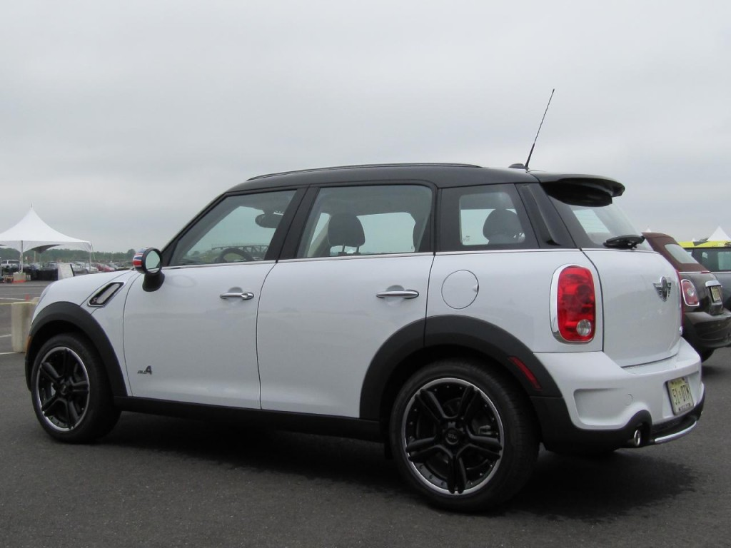 first look 2012 mini cooper countryman a much maxier mini. Black Bedroom Furniture Sets. Home Design Ideas