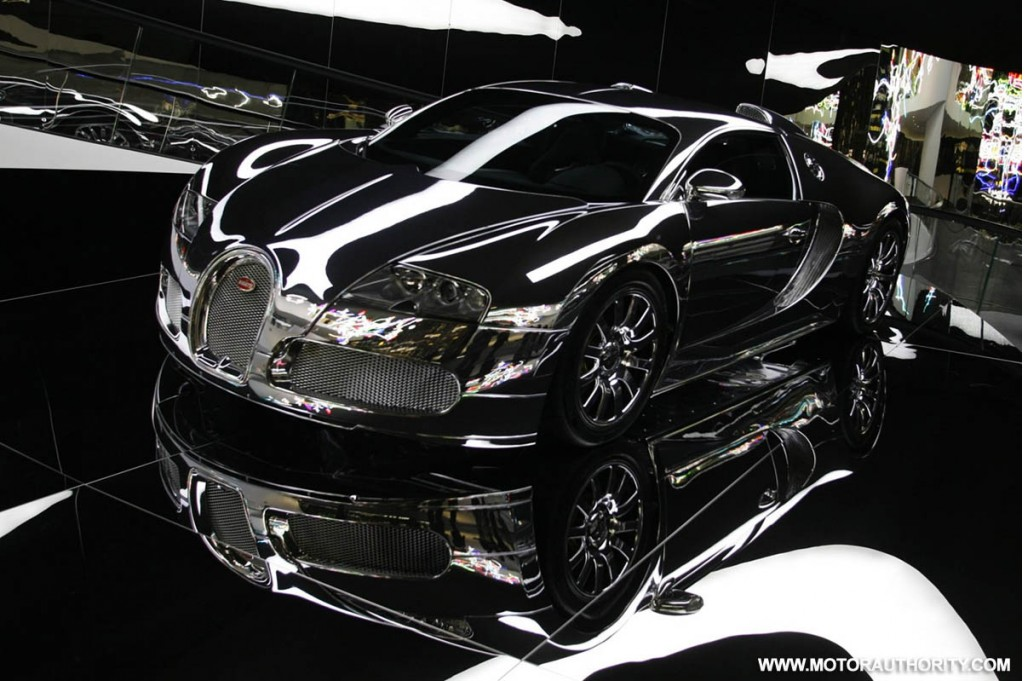 mirror finish bugatti veyron on display at vw premium clubhouse. Black Bedroom Furniture Sets. Home Design Ideas