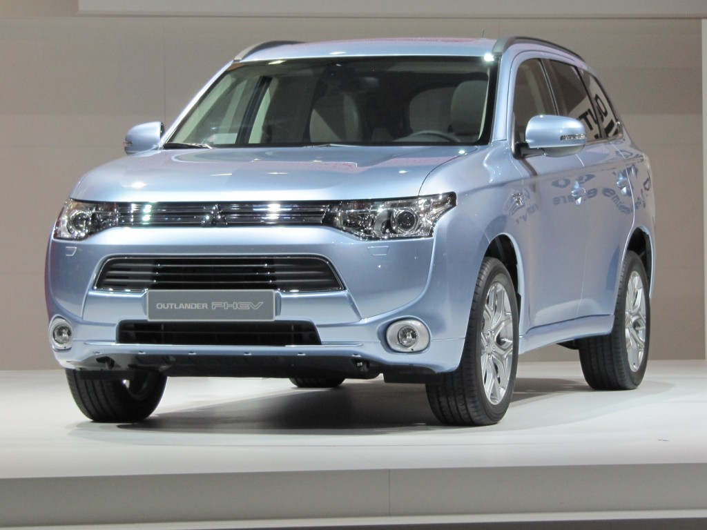 battery issue solved mitsubishi outlander plug in hybrid production to double. Black Bedroom Furniture Sets. Home Design Ideas