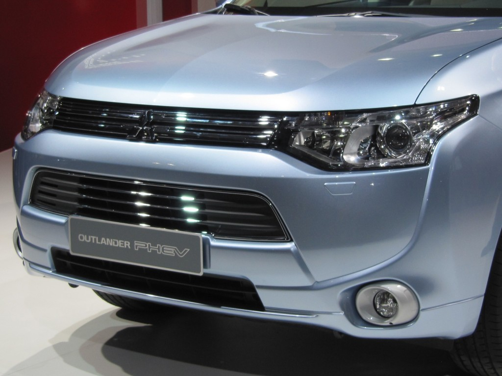 mitsubishi outlander plug in hybrid 2012 paris motor show. Black Bedroom Furniture Sets. Home Design Ideas