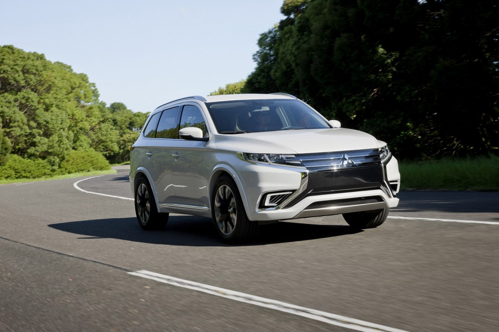 mitsubishi outlander phev concept s revealed ahead of 2014 paris auto show. Black Bedroom Furniture Sets. Home Design Ideas