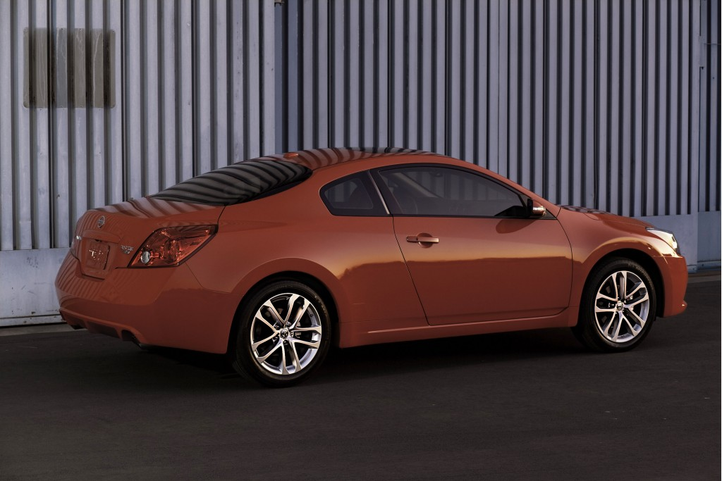 nissan altima coupe discontinued for 2014 no surprise. Black Bedroom Furniture Sets. Home Design Ideas