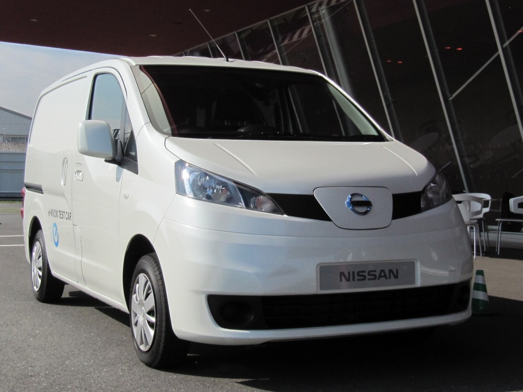 nissan e nv200 driving nissan 39 s prototype electric minivan. Black Bedroom Furniture Sets. Home Design Ideas