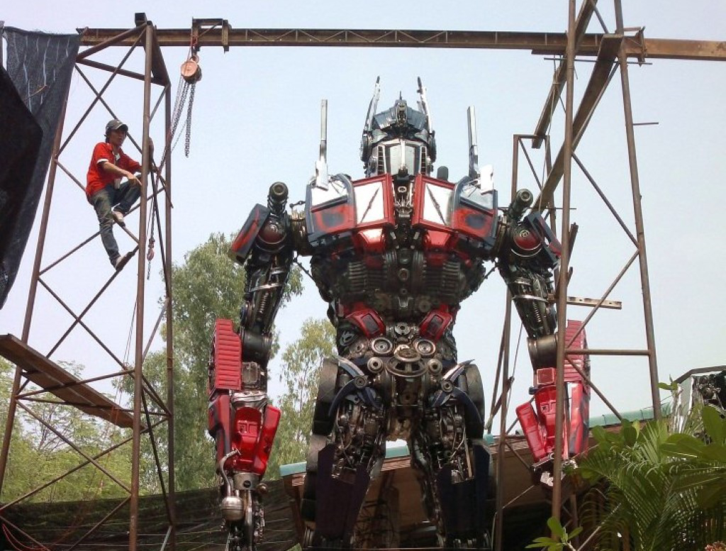 Bmw Software Update >> Optimus Prime Made From Car Parts In Thailand