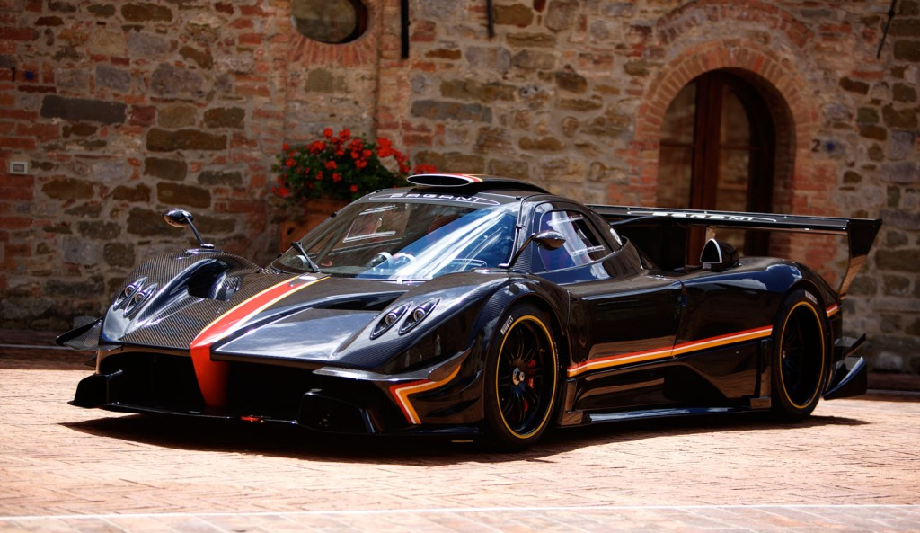 the pagani supercars Pagani the fastest cars in the world the highest speed of supercars kilometers per hour (kph), miles per hour (mph.