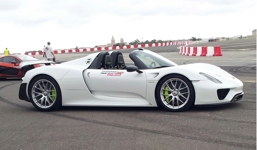 image paul bailey s porsche 918 spyder moments before the. Black Bedroom Furniture Sets. Home Design Ideas