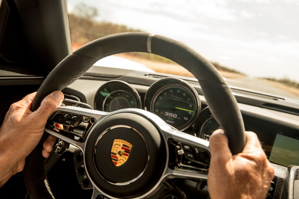 porsche 918 spyder completes world first stunt in aussie outback video. Black Bedroom Furniture Sets. Home Design Ideas