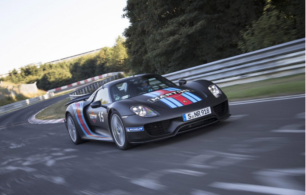 watch the porsche 918 spyder s record n rburgring run video. Black Bedroom Furniture Sets. Home Design Ideas