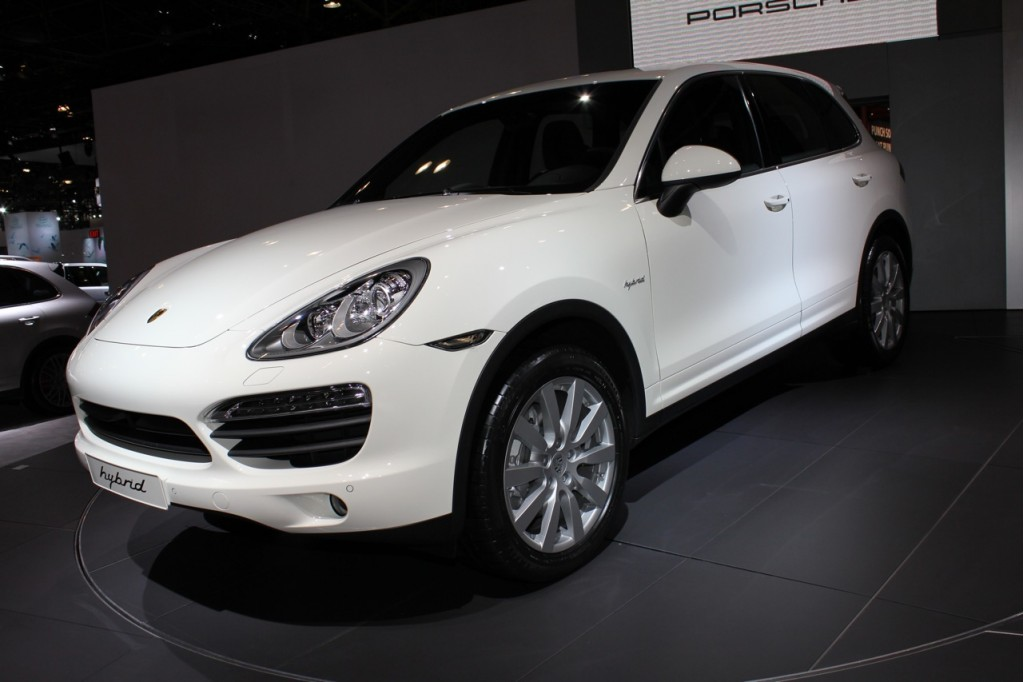 2010 new york auto show 2011 porsche cayenne s hybrid. Black Bedroom Furniture Sets. Home Design Ideas