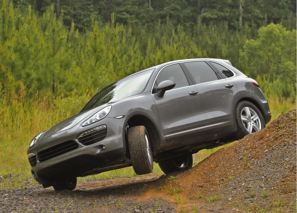 2011 porsche cayenne off road able yet ready for the track. Black Bedroom Furniture Sets. Home Design Ideas