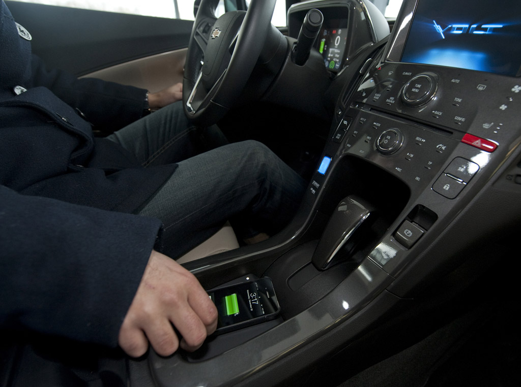 Sources Gm To Offer Wireless Charging For Smartphones In Some  Cars Photo