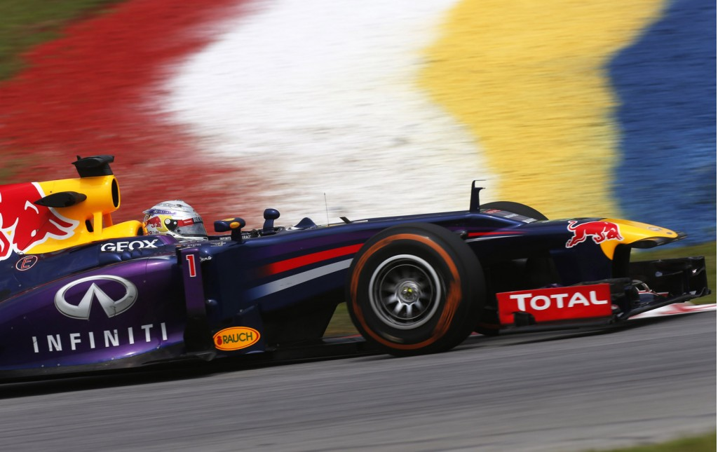watch red bull racing execute an f1 tire change in a record seconds video. Black Bedroom Furniture Sets. Home Design Ideas