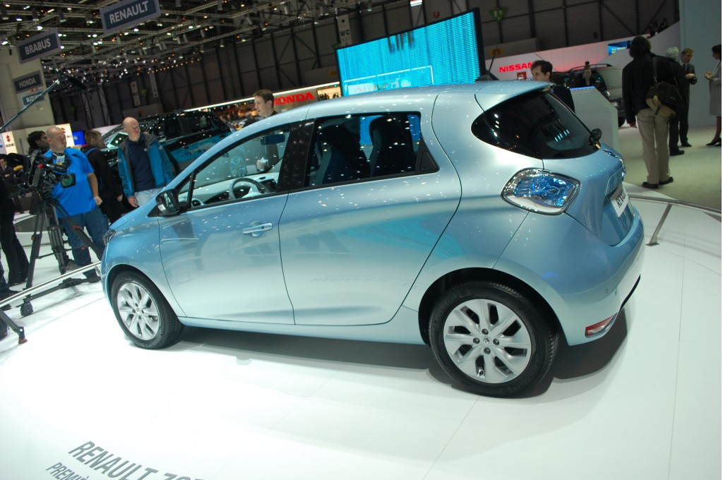 renault zoe electric car debuts at geneva live photos. Black Bedroom Furniture Sets. Home Design Ideas