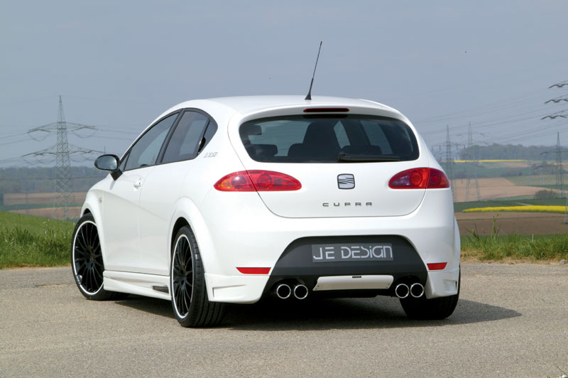 Seat Leon Cupra Black. turning to the dark side,