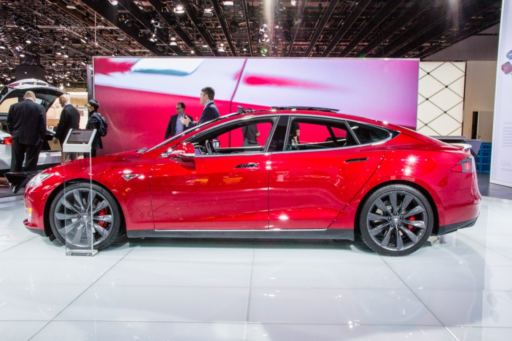 2015 Tesla Model S P85d 2015 Detroit Auto Show Live Photos