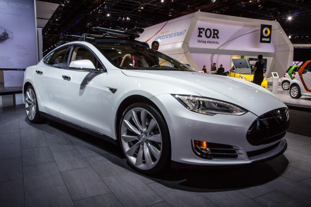 2015 tesla model s p85d 2015 detroit auto show live photos. Black Bedroom Furniture Sets. Home Design Ideas