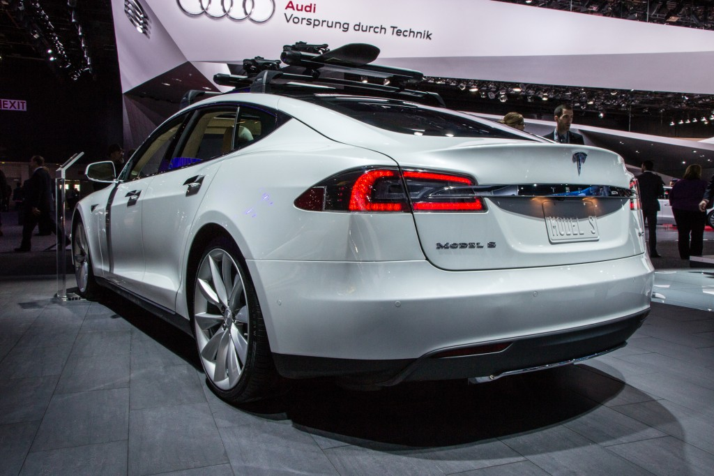 2015 tesla model s p85d electrifies the 2015 detroit auto show. Black Bedroom Furniture Sets. Home Design Ideas