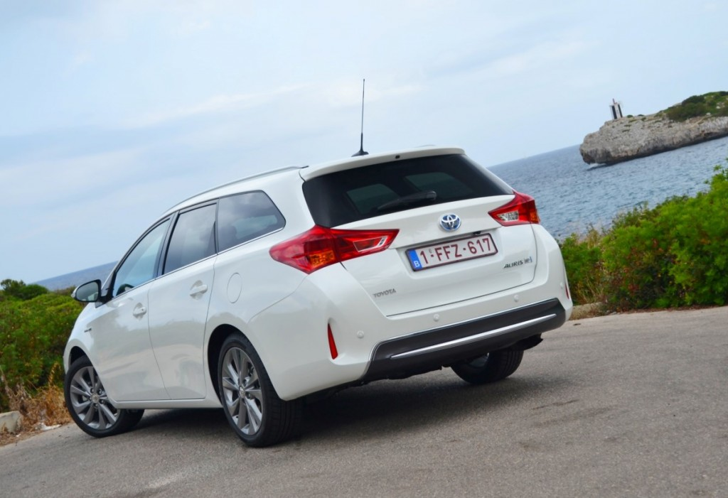 image toyota auris touring sports hybrid first drive. Black Bedroom Furniture Sets. Home Design Ideas