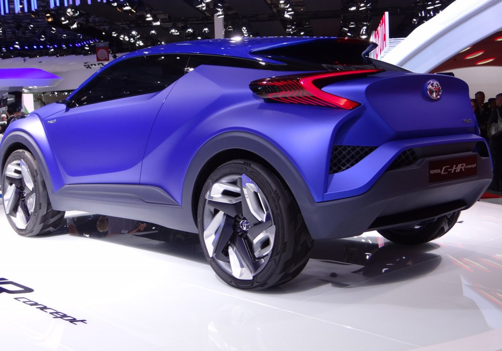 toyota c hr concept previews future subcompact crossover live photos video. Black Bedroom Furniture Sets. Home Design Ideas