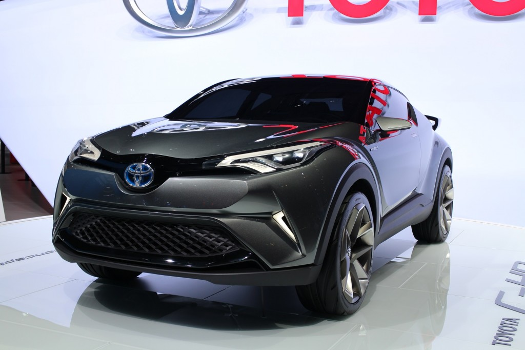 toyota shows second concept for subcompact crossover at. Black Bedroom Furniture Sets. Home Design Ideas