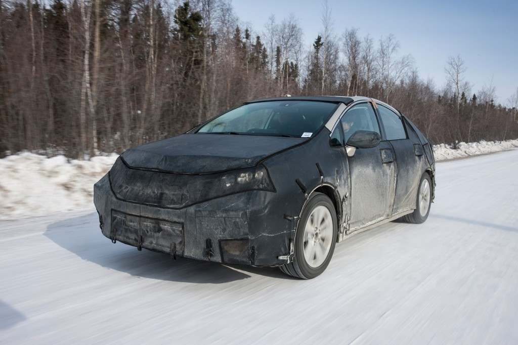 2015 - [Toyota] FCV / Mirai Toyota-fcv-hydrogen-fuel-cell-vehicle-prototype-during-cold-weather-endurance-testing-in-n-america_100451629_l