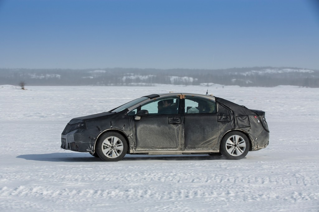2015 - [Toyota] FCV / Mirai Toyota-fcv-hydrogen-fuel-cell-vehicle-prototype-during-cold-weather-endurance-testing-in-n-america_100451632_l