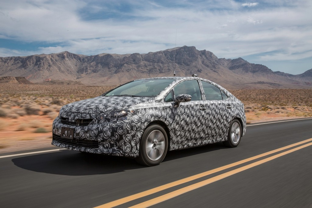 2015 - [Toyota] FCV / Mirai Toyota-fcv-hydrogen-fuel-cell-vehicle-prototype-during-hot-weather-endurance-testing-in-n-america_100451624_l