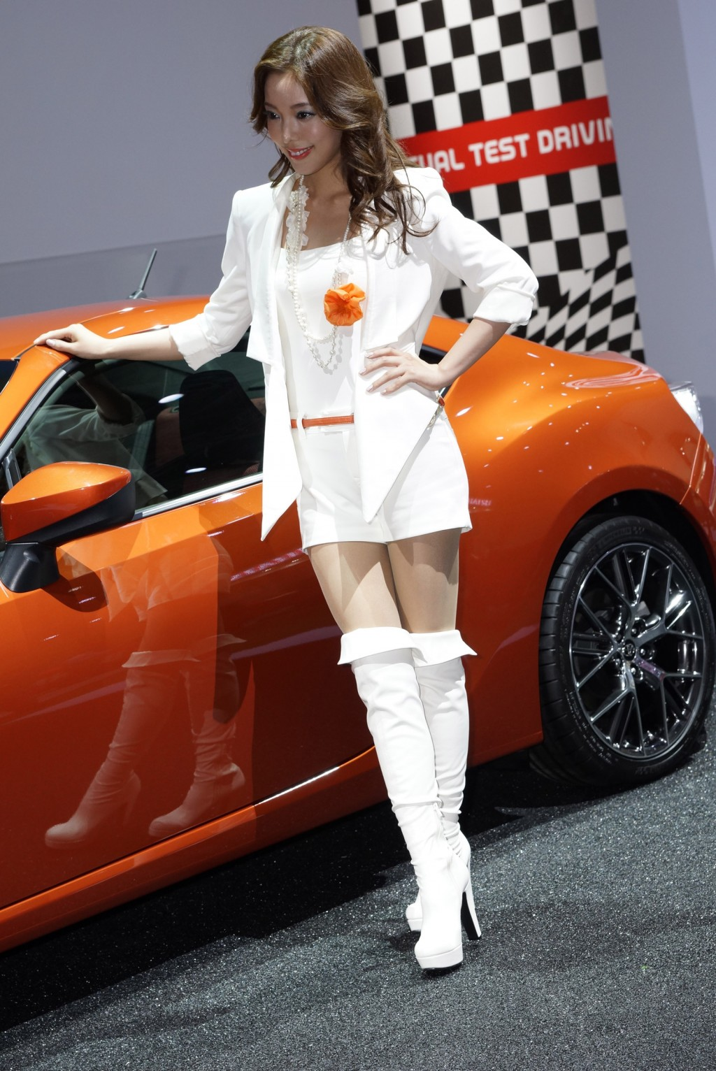 http://images.thecarconnection.com/lrg/toyota-gt-86-live-photos_100371919_l.jpg