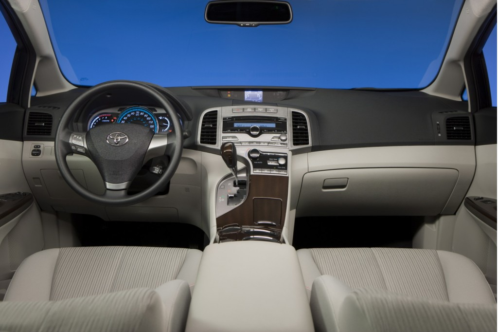 2010 toyota venza pictures. toyota venza hybrid