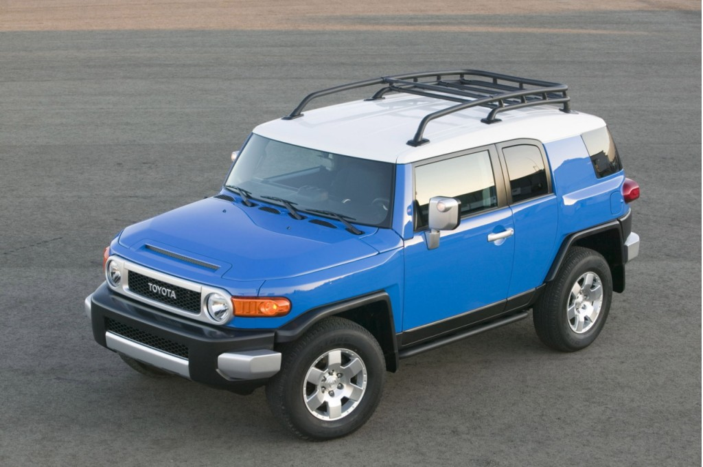 2010 toyota fj cruiser a terrific suv on or off the road. Black Bedroom Furniture Sets. Home Design Ideas