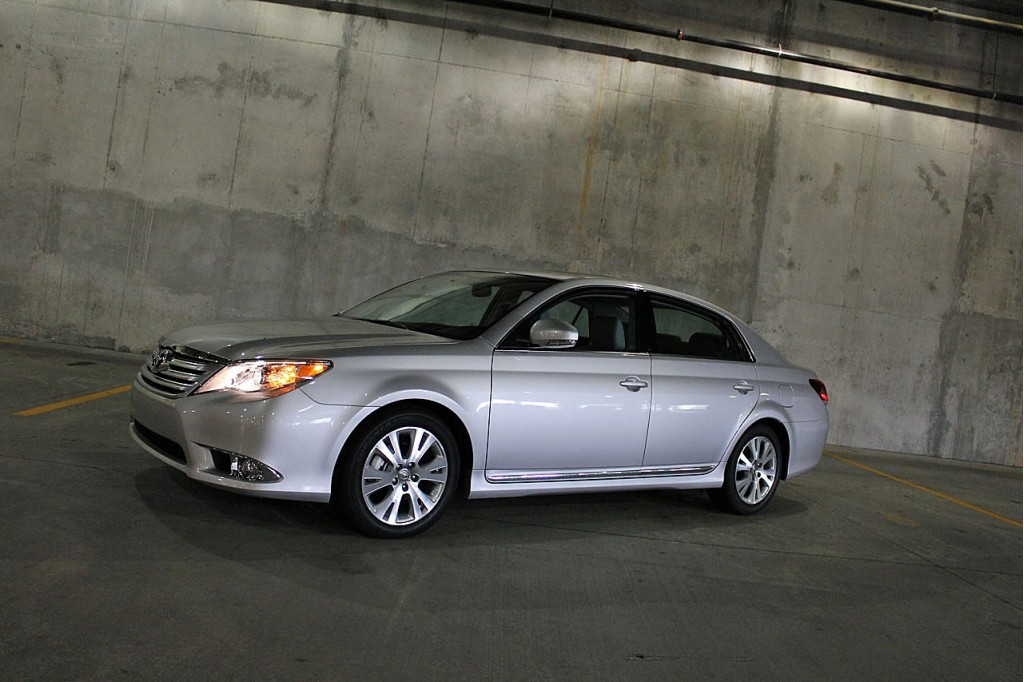 2011 toyota avalon pictures photos gallery green car reports. Black Bedroom Furniture Sets. Home Design Ideas