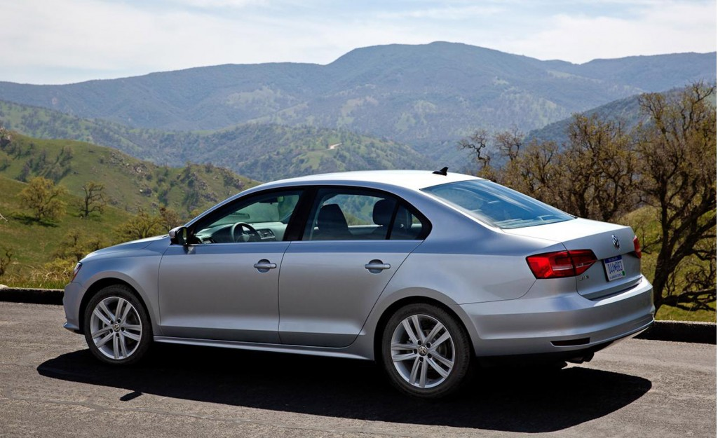 2015 volkswagen jetta does better earns top safety rating. Black Bedroom Furniture Sets. Home Design Ideas